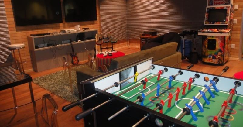 nova-sede-do-google-no-itaim-bibi-sp-ocupa-tres-onde-300-funcionarios-trabalharao-nas-instalacoes-da-companhia-ha-videogames-sala-de-massagem-restaurantes-e-mesa-de-sinuca-ha-ate-uma-kombi-com-1358353937490_956x500